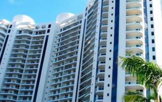 Bella Mare Condominiums for sale and rent at Aventura